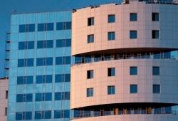 В Москве смонтирован навесной вентилируемый фасад из композитных панелей  для крупного бизнес-центра