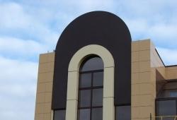 Основные плюсы навесного варианта монтажа фасадов